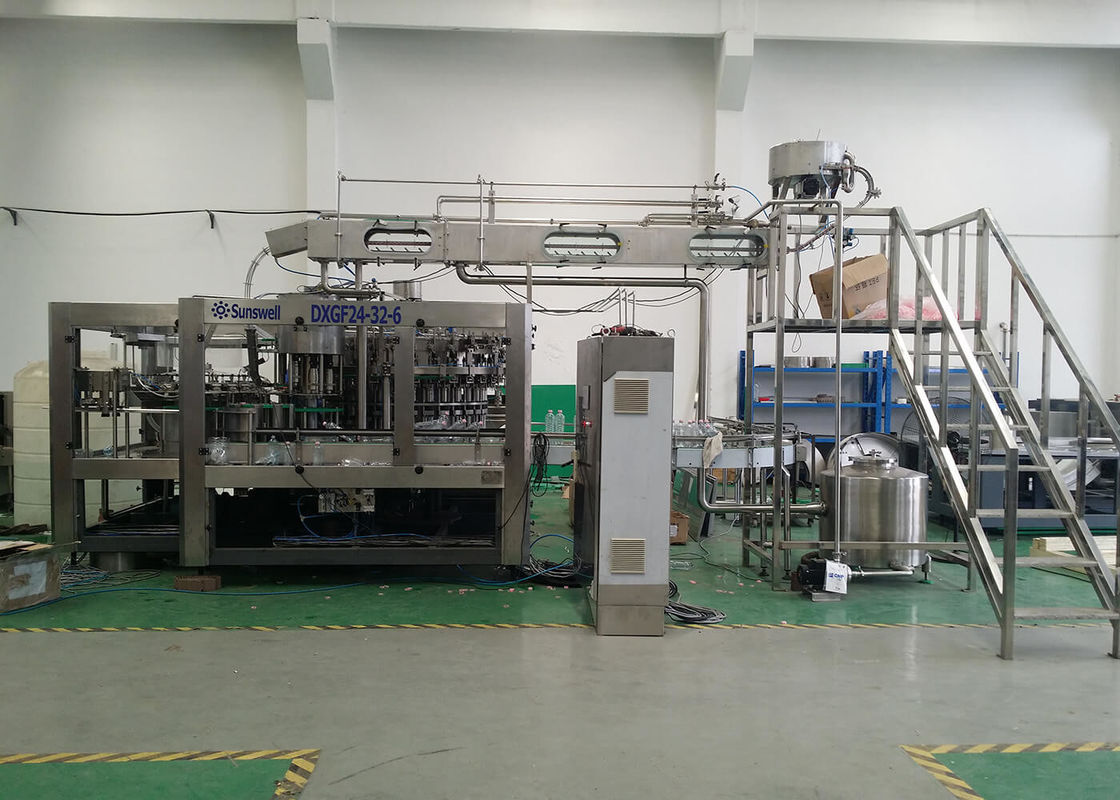 Full Automatic Carbonated Beverage Filling Machine For Plastic Bottling Production Plant